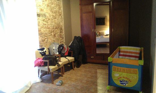 Deco - Born Apartments: Спальня с детской кроваткой