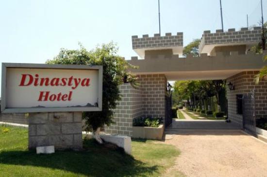 Dinastya Hotel: entrada