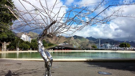 Plaza de España: Detalle árbol metalizado