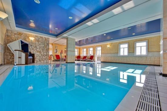 schwimmbad bild von seehotel niedernberg das dorf am see niedernberg tripadvisor. Black Bedroom Furniture Sets. Home Design Ideas