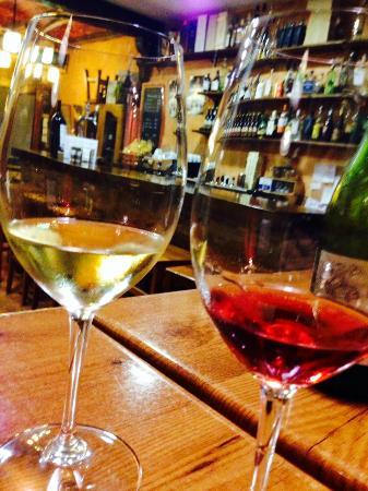 Antic Celler: Muchos vinos a copas! Pide consejo