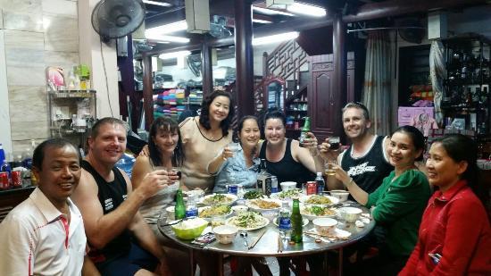 Hanh Hung Tailor : Big family meal...yyuummm!!!