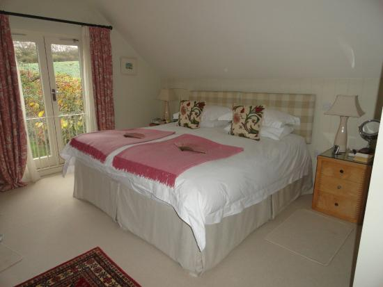 Challow Farm House Bed and Breakfast: Bedroom in annex