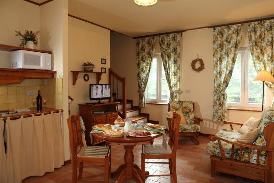 Appartamento Cucinino Sala Da Pranzo Soggiorno Foto