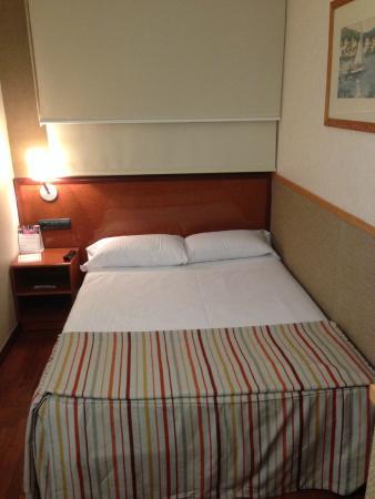 Hotel Catalonia Castellnou: Quarto