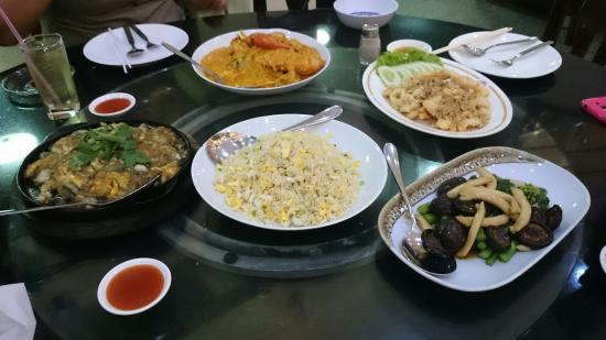 T-Pochana Ratchaprarop: อาหารเย็นวันนี้อร่อยมากกก