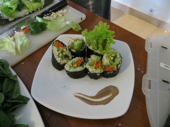 Raw Food Classes with Raw Food Bali: raw food nori rolls with mushroom miso sauce