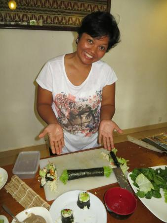 Raw Food Classes with Raw Food Bali: my beautiful friend showing us all up, making perfect nori roll the first time :D