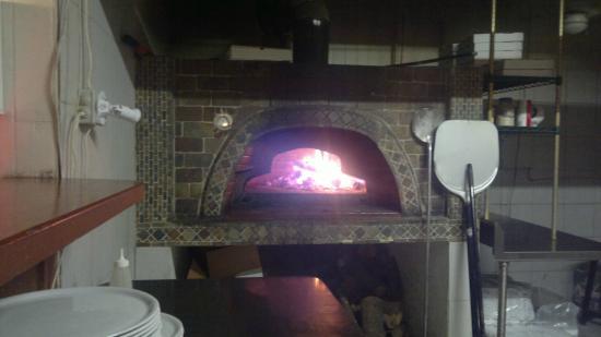 La Bussola Restaurant : Pizza time