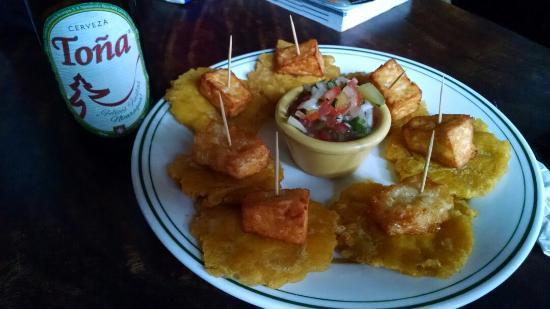 Margarita Bar & Grill: Tostones con queso