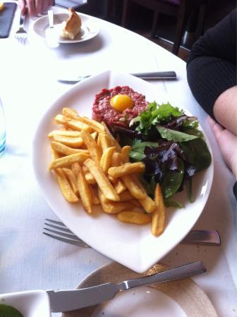 Cepia Restaurant Terrasse: Tartare de veau et ses frites