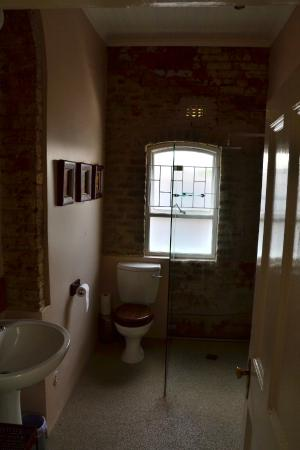Barry Hall Luxury Apartments: Apartment 2 Bathroom
