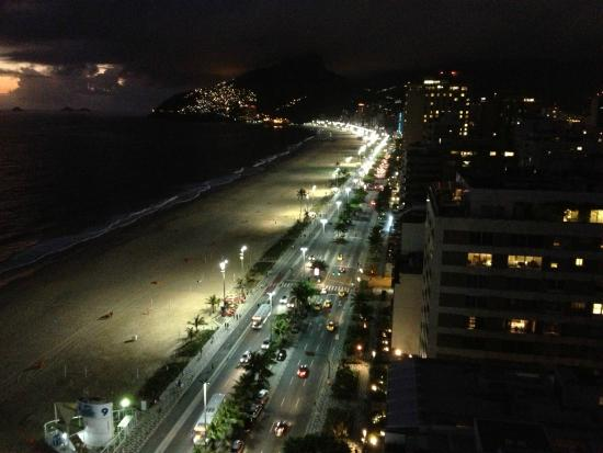 Sol Ipanema Hotel: Rio's night view from top floor