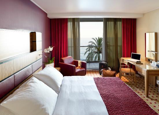 Radisson Blu Hotel, Nice : Urban style sea view room