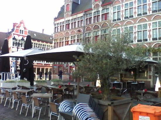 'T Paradijs Van Wenemaar: La terrasse à l'ombre