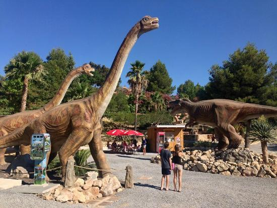 Callosa d'En Sarria, Spain: Brachiosaurus and T-Rex nex to the DinoCafe