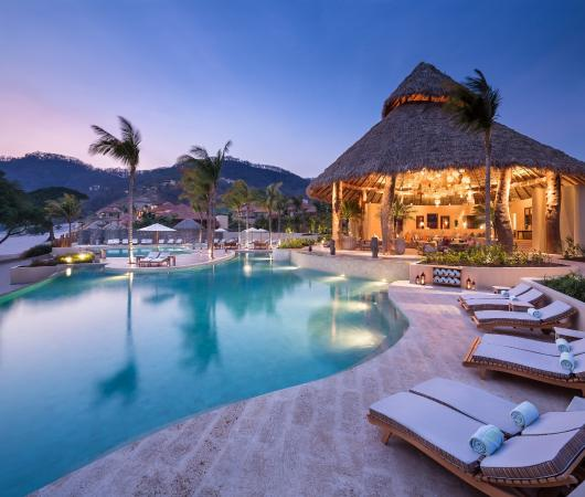 Mukul Beach Golf & Spa: Palapa View from Pool