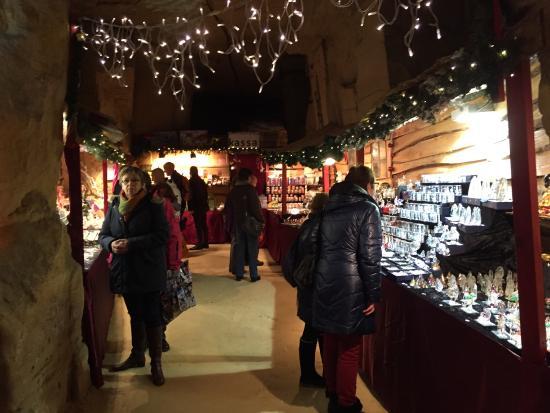 Castle Ruins & Velvet Cave: Kerstmarkt in grotten