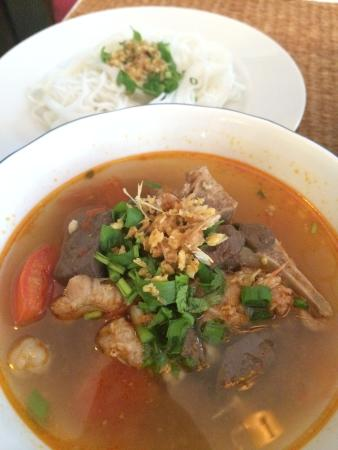 Baan Klang Wiang: I can't have enough of the food in this place...