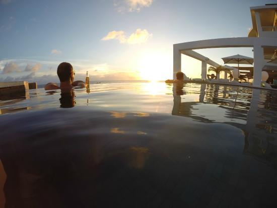 Saint Tropez Ocean Club Apartments & Suites: Piscina