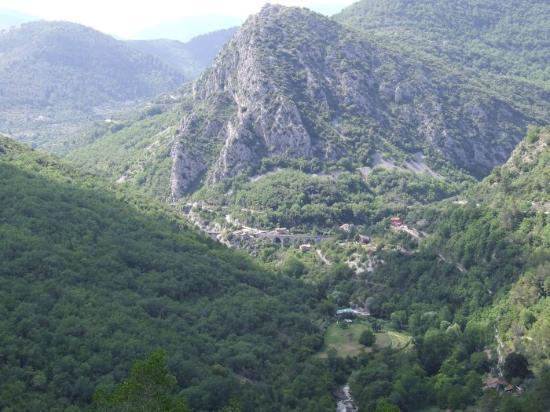 Olivetta San Michele, Италия: village perché entouré d'oliviers cultivés et panorama