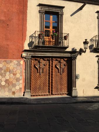 La Casa de Liza: Front door to my casita