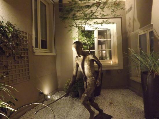 Hôtel Louison : Jardim interno