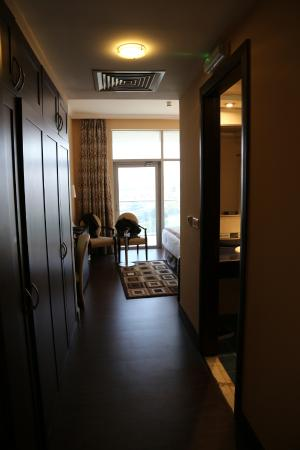 Copthorne Hotel Dubai : Entrance of the room