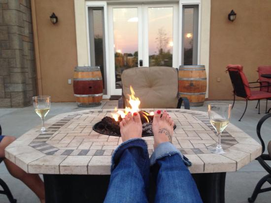Wilson Creek Manor: Toasty toes by the fire pit.