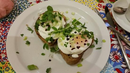 Broughton Delicatessen and Cafe: Poached eggs on toast with chilli, spring onion and coriander.