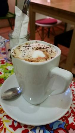 Broughton Delicatessen and Cafe: Cappuccino topped with grated dark chocolate