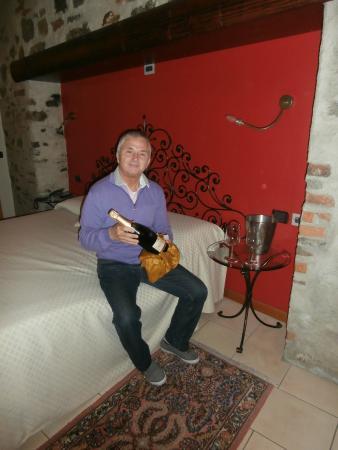 Hotel Villa Colico: Camera bella , accogliente e...champagne !