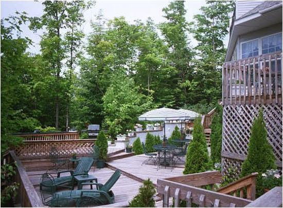 Highland Hideaway Bed and Breakfast : Part of 4,000 sq. ft. of available deck space
