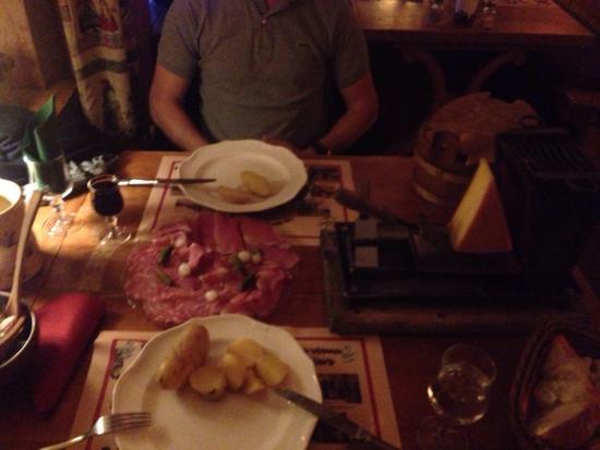 Le Refuge de Florimont : Raclette avc pommes de terres et Assiette de charcuterie pour 2