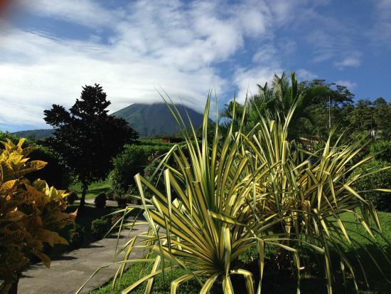 Arenal Volcano Inn: Вид с террасы нашего номера