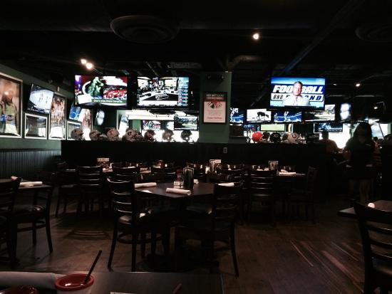 Duffy's Sports Grill: Inside