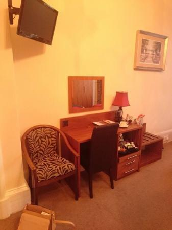 Edinburgh Regency Guest House : Desk in room 4