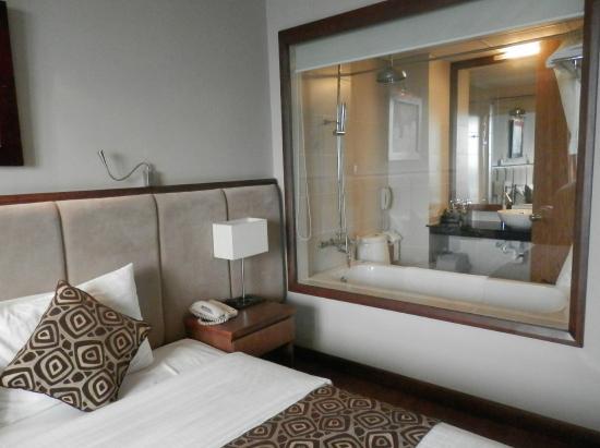 Asia Hotel: EL BAÑO DESDE LA HABITACION