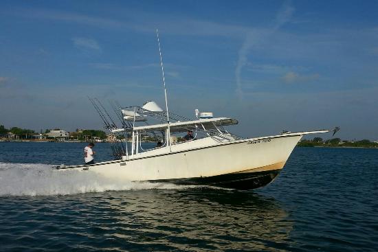Jawstoo Fishing Charter: 40 Dorado Sportfish. fast and sleeeeek!!