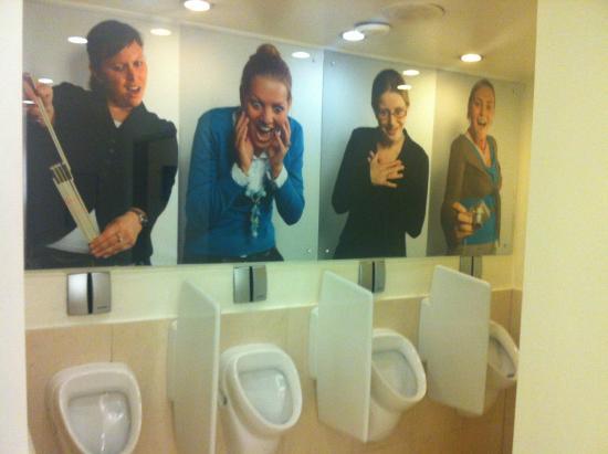 Radisson Blu Astrid Hotel, Antwerp : Radisson gents toilet