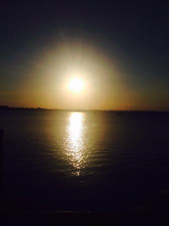 The Waterfront Sunset Restaurant & Beach Bar: Amazing sunset view!!!