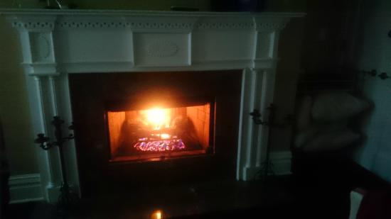 Villa D'Citta: lareira a gás no quarto. quase real