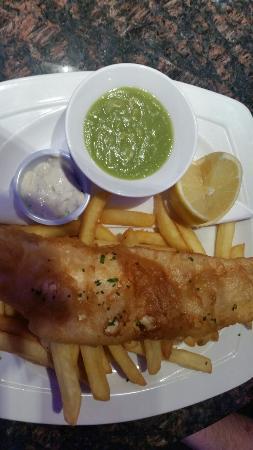 Atrium Bar Restaurant: Fish and chips