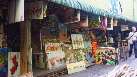 Bogyoke Aung San Market: Nice burmese paintings at the market