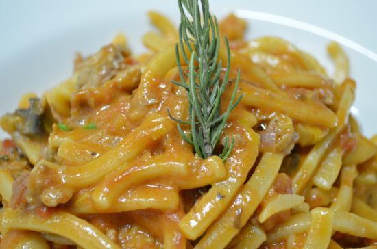 Omerta Trattoria & Wine Bar: Scialatelli con salsiccia & caponata