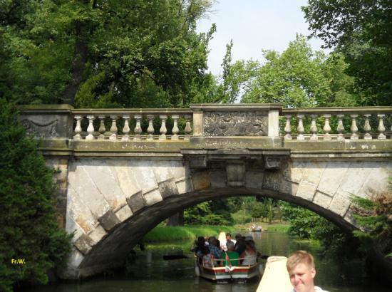 Wörlitz, ألمانيا: Varen door de kanalen , met hier en daar een brug .