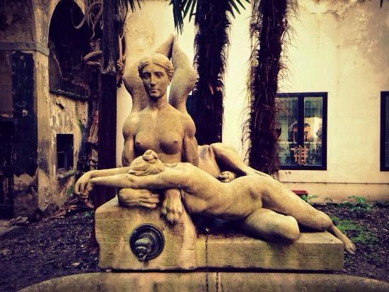 Hotel Locanda Orchidea: La fontana della sfinge