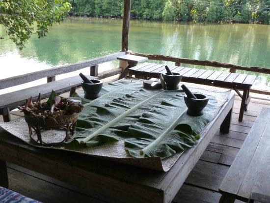 Blue Lagoon Cooking School: Prep area in wonderful setting