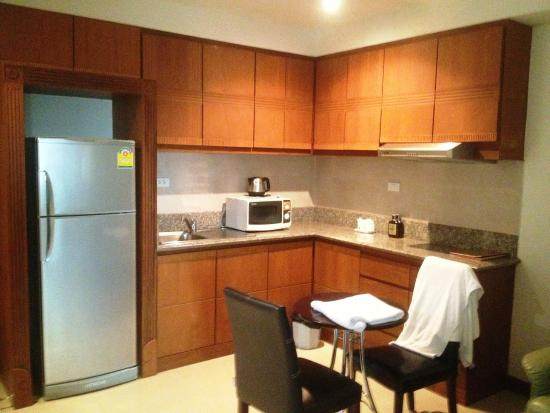 Whitehouse Condotel: Kitchen in rooms