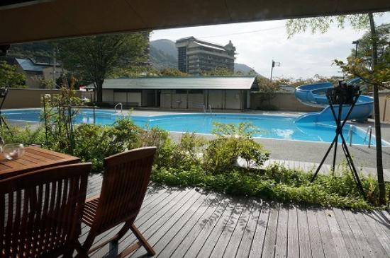 Yunoyado Rakusan: 中庭にはプールが